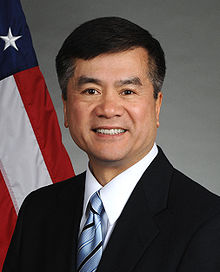 220px_Gary_Locke_official_portrait