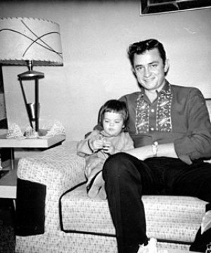 johnny_rosanne_cash07_280x336