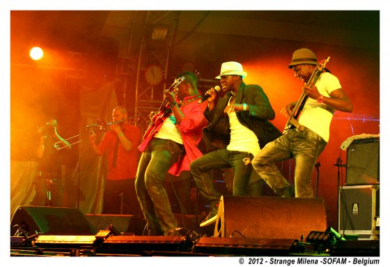 MOKOOMBA_live_2012