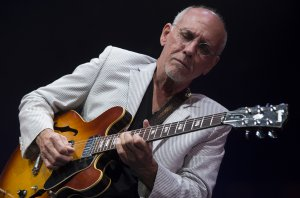 Larry_Carlton__4_