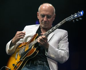 Larry_Carlton__1_