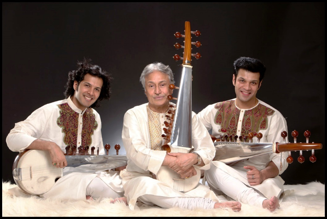 Ustad_Amjad_Ali_Khan_with_his_two_sons_Amaan_Ali_Khan_and_Ayaan_Ali_Khan_Be_An_Inspirer