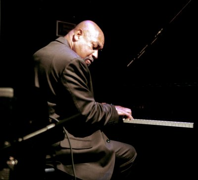 resized__400x365_KennyBarron02A1