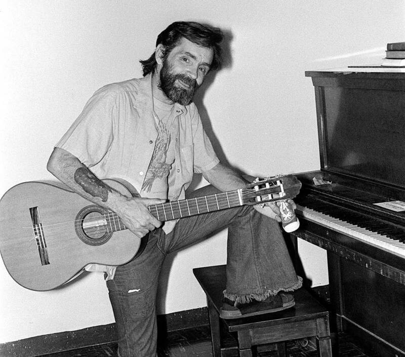 charles_manson_with_a_guitar