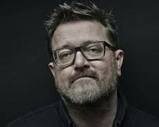 ELBOW, ONCE AGAIN (2017): Guy Garvey, the big Elbow bender
