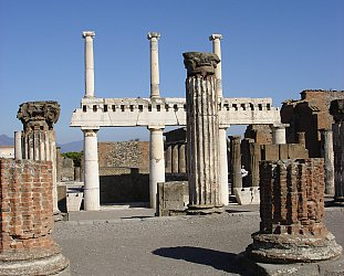 Pompeii, Italy: New days in the old place