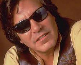 JOSE FELICIANO INTERVIEWED (2001): Lighting the quieter fire