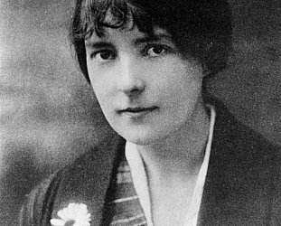 KATHERINE MANSFIELD meet  CHARLOTTE YATES AND FRIENDS (2020): Giving words wings