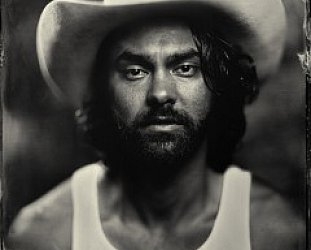 SHAKEY GRAVES INTERVIEWED (2015): Taking it to the top