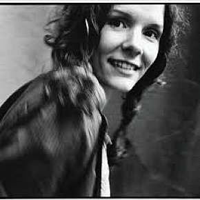 EDIE BRICKELL AND THE NEW BOHEMIANS, SHOOTING RUBBERBANDS AT THE STARS, CONSIDERED (1988): What she was and what she is . . .