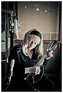 THE FAMOUS ELSEWHERE QUESTIONNAIRE: Rickie Lee Jones
