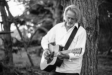 THE FAMOUS ELSEWHERE SONGWRITER QUESTIONNAIRE: Derek Lind