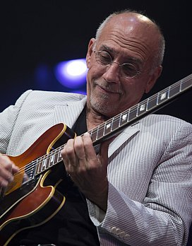 Larry Carlton. Bruce Mason Centre, Auckland. June 6 2014