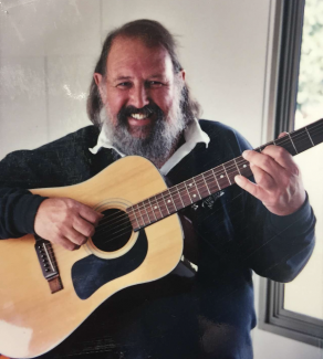 PHIL GARLAND REMEMBERED (2019): Singer of a young colony