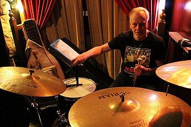 FRANK GIBSON JNR INTERVIEWED (2004): Still banging the drum
