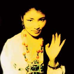 YUNGCHEN LHAMO INTERVIEWED (1999): The singer as national emblem