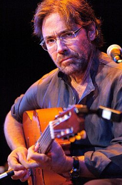 AL DI MEOLA INTERVIEWED (2009): Guitarist from the loud to the listener