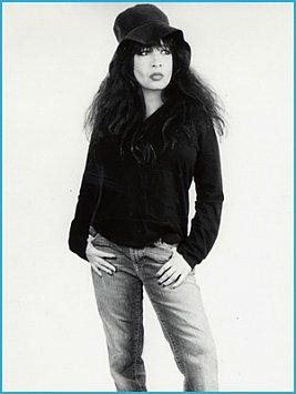 RONNIE SPECTOR INTERVIEWED: Time has come today (2006)