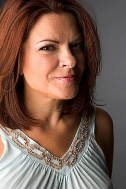 ROSANNE CASH INTERVIEWED (2014): The river that runs through her